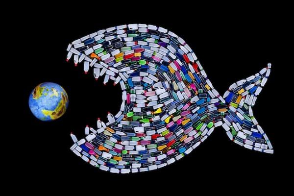 Учёные опасаются, что химикаты в пластике, а также химические вещества, которые могут вступить с ним в соединение в природной среде, могут вызывать отравление, бесплодие и генетические нарушения