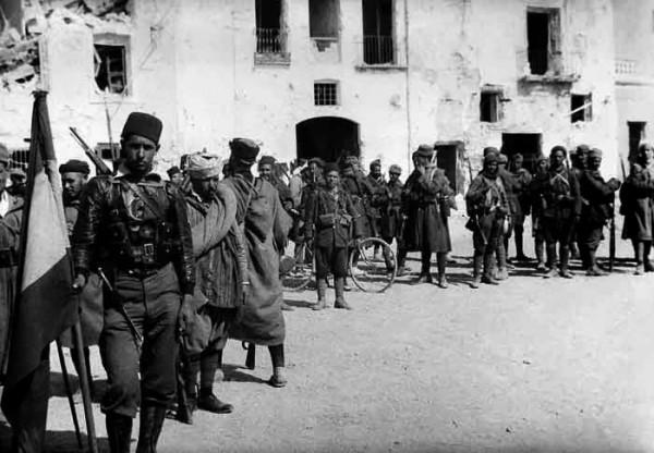 Из 85 частей, награждённых «Военной медалью» (за храбрость) в 1936-1939 годах, 35 (40 процентов) были укомплектованы маврами