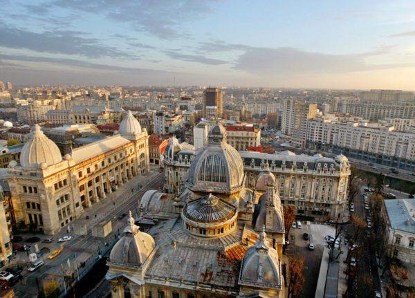 Бухарест - красивый и самобытный город, в котором соседствуют самые разные архитектурные стили, включая неоклассицизм, баухауз и арт-деко