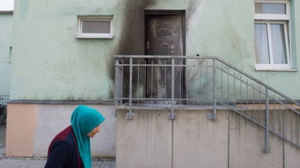 В момент взрыва в мечети находился имам с женой и двумя сыновьями. Взрывом выбило дверной замок