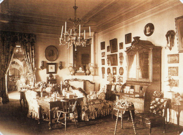 Гостиная на даче Дурново