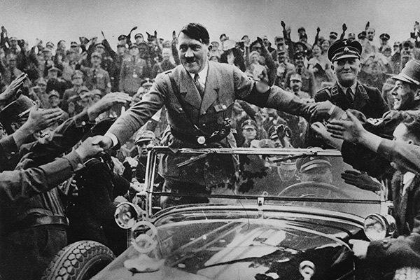 «Гитлер - это истинный мистик, полубог, который смог манипулировать подсознательным 78 миллионов немцев», - писал великий психолог Карл Юнг