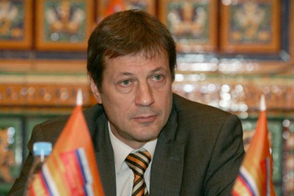 Ковалёв утверждает, что на территории думского округа, где он конкурировал с «единоросом» Виталием Милоновым, были задействованы карусели. А в четвёртом округе по выборам в петербургское Законодательное собрание, по его словам, происходили вопиющие нарушения