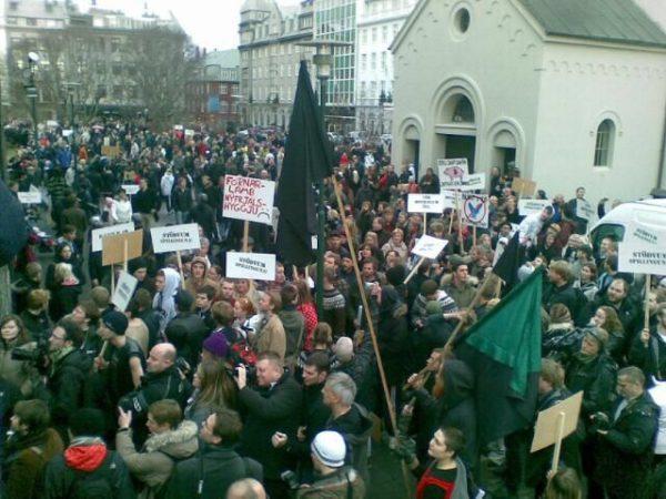 Пиратская партия Исландии, созданная всего четыре года назад, реально претендует на победу 29 октября. И эта победа может стать по-настоящему исторической!