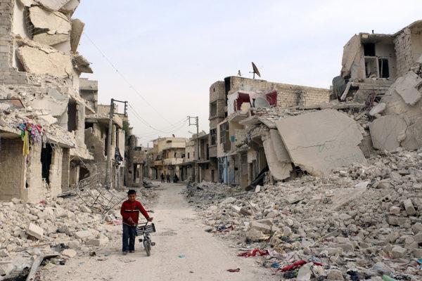 Мэрия французской столицы выключила иллюминацию Эйфелевой башни в знак солидарности с мирными жителями Алеппо. Отличная идея социалистов! Только вот запоздалая. Это надо было сделать четыре с половиной года назад, в июле 2012 года, когда восточный Алеппо заняли салафитские вооружённые группировки