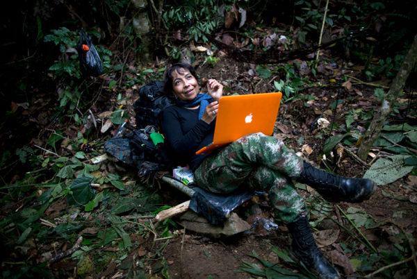 FARC приходилось туго, правительственным войскам тоже не удалось добиться окончательной победы: партизанское движение было на удивление живучим. На Боготу давили из Вашингтона, требуя быстрее покончить с войной /  фото Associated Press