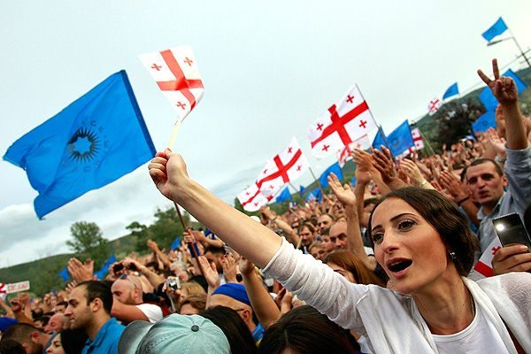 Безоговорочную же победу на выборах одержала центристская коалиция «Грузинская мечта», ведомая действующим премьер-министром Грузии Георгием Квирикашвили