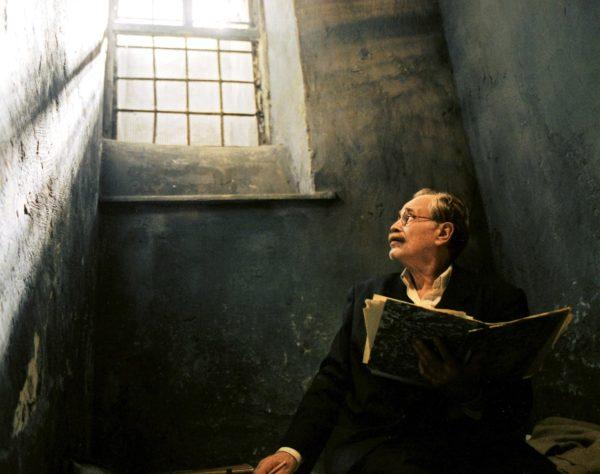 Имре Надь укрылся в югославском посольстве, но обманным путём был выманен оттуда и перевезён в Румынию. Тито и Хрущёв просили проявить великодушие и не казнить его. Однако Янош Кадар, ставший теперь главным по Венгрии, не собирался оставлять Надя в живых