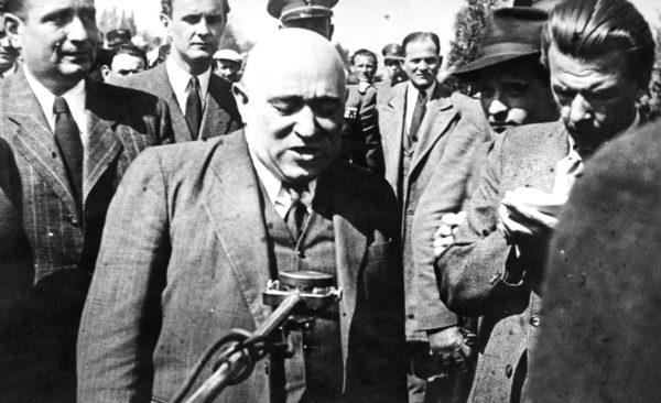 Во главе террористического режима стоял Матьяш Ракоши — мрачный тип, похожий на гоблина. Это был крайний марксистский догматик и тотальный сталинист. При этом — еврей по национальности, с особой жестокостью бивший по соплеменникам