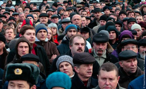 Главной проблемой жители России назвали низкие зарплаты, важной её считают 15% опрошенных. На втором месте - экономические трудности (14%). По 12% обеспокоены безработицей, высокой инфляцией и проблемами здравоохранения