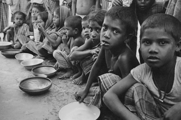 Дети, представляя примерно треть охваченного статистикой населения, одновременно составляют половину людей, живущих за чертой бедности
