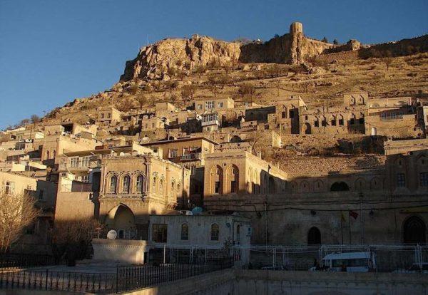 Диярбакыр был в своё время центром одного из армянских королевств. Его стены помнят древних ассирийцев