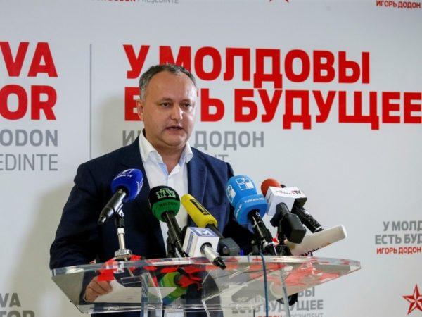 Додон выразил благодарность всем, кто доверил ему «голоса и будущее страны», пообещав быть «президентом всех - левых и правых, тех, кто хочет в Евросоюз, и тех, кто хочет рядом с Россией»