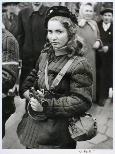 Её звали Эрика Корнелия Селеш. 15-летняя девочка. Венгерская еврейка. Убита в Будапеште 60 лет назад - 8 ноября 1956 года