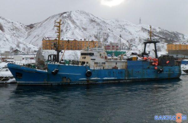 Моряки утверждают, что вместо указанной в контракте 40-часовой рабочей недели матросы на деле работали 16 часов через восемь, вахту несли 12 через 12