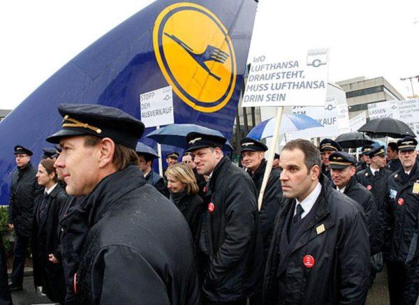 Пилоты «Люфтганзы» проводят уже 14-ю забастовку за время тарифного спора с руководством компании, тянущегося уже два года