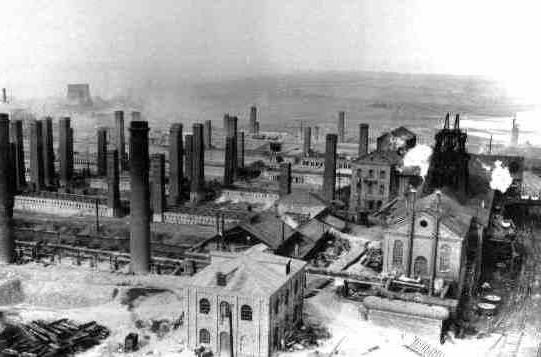 Многие крупнейшие заводы представляли собой сложные комбинаты, выпускавшие различные виды промышленной продукции. Следует сразу оговорить, что подобный факт отнюдь не является показателем более высокой технической организации, чем на Западе