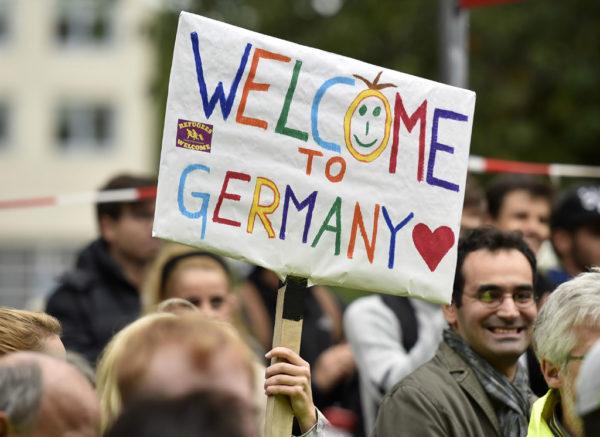 На 40% возросло число преступлений, совершаемых в Германии мигрантами. По данным департамента уголовной полиции, только за первые шесть месяцев этого года зарегистрировано 140 тысяч преступлений, в которых повинны приезжие. Это почти вдвое больше, чем за аналогичный период прошлого года. Ежедневно «гости» страны совершают около 800 правонарушений.