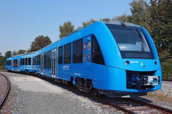 Поезд работает на смеси водорода и кислорода, и его выбросы можно считать полезными, ведь вместо СО2 такой поезд вырабатывает пар и воду