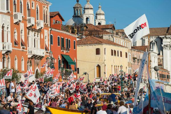 C 1951 года население исторической части Венеции сократилось со 175 тысяч до 55 тысяч человек