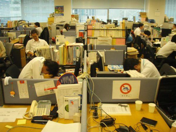 Южная Корея, Гонконг и Япония - лидеры рейтинге стран по доле людей, работающих более 49 часов в неделю