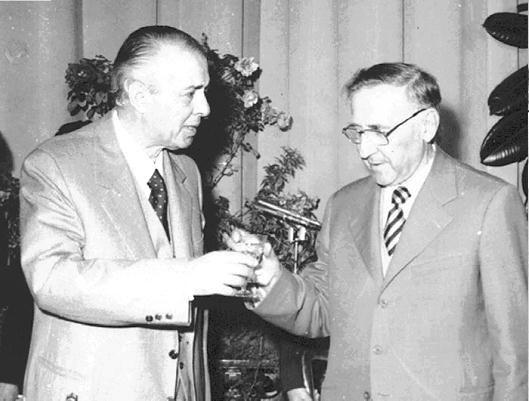 Лидер албанских коммунистов Энвер Ходжа и Мехмет Шеху, албанский Ежов и Молотов в одном флаконе
