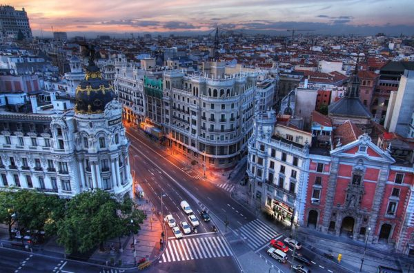 Гран-Виа («большая дорога») протяженностью 1300 километров, является самым известной улицей Мадрида